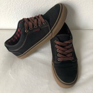 USED VANS CHUKKA LOW SIZE 7 SKATE BOARDING SHOES
